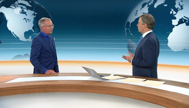 Karl-Rudolf Korte im Gespräch mit Moderator Claus Kleber