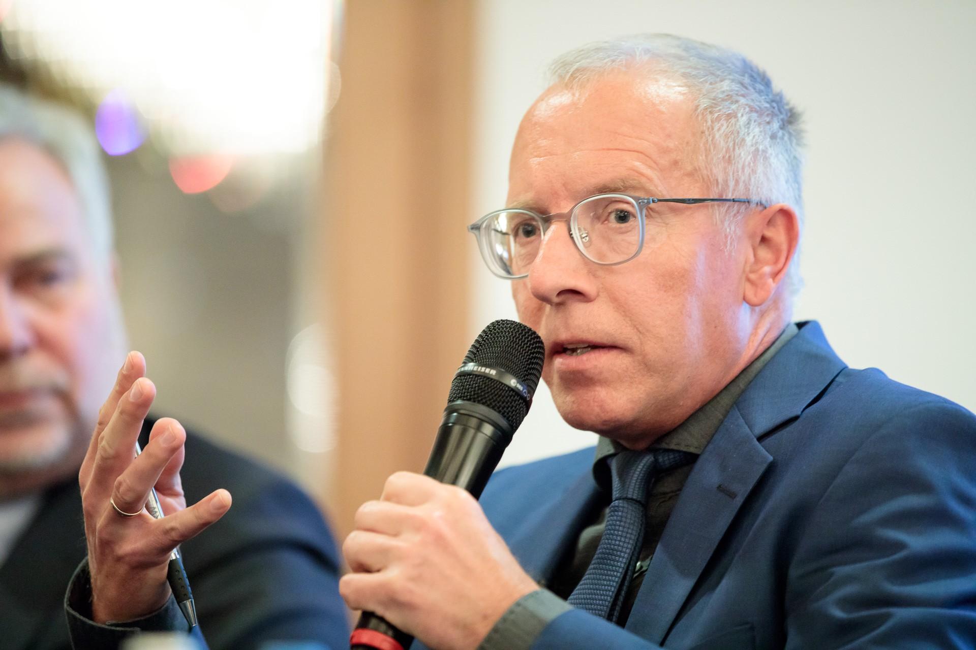 Auf Einladung der Mülheimer Kolpingfamilien sprach Prof. Dr. Karl-Rudolf Korte über die Gefährdung der Demokratie durch Erstarken extremistischer Parteien